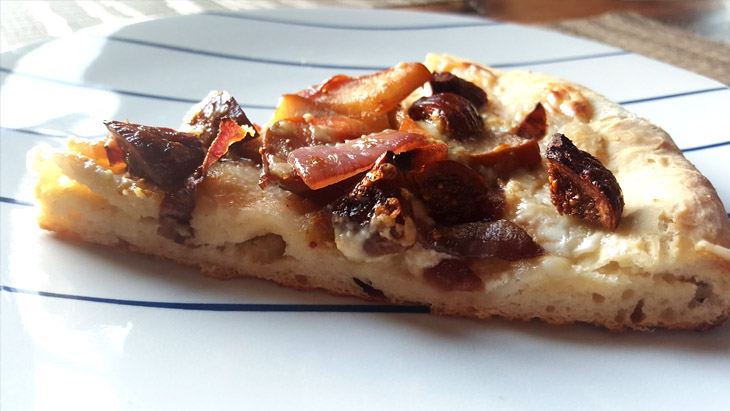 Pear and fig pizza